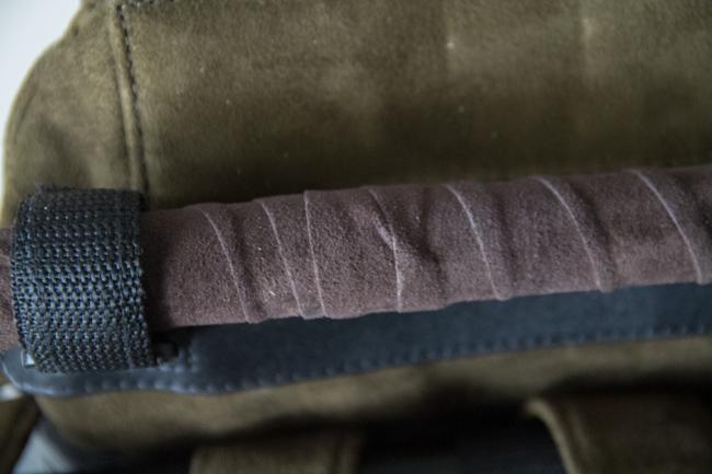 Miksiköhän näin kalliissa repussa ei putkien suojana olevaa säämiskää kiertää siististi?